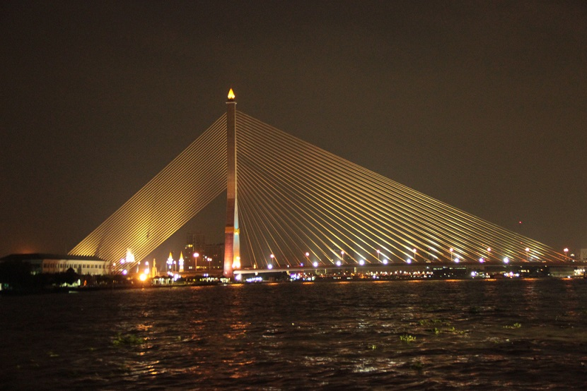 Bangkok - Brücke bei Nacht